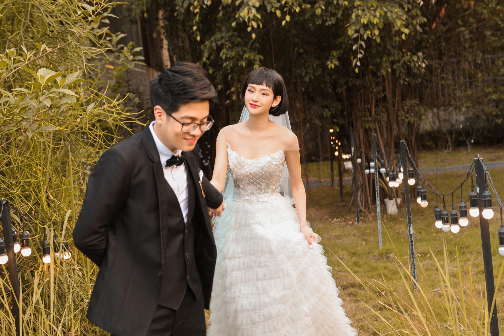 """Bùi Anh Tuấn và Hiền Hồ âm thầm tổ chức """"đám cưới"""", hé lộ những hình ảnh  tuyệt đẹp trong hôn lễ"""