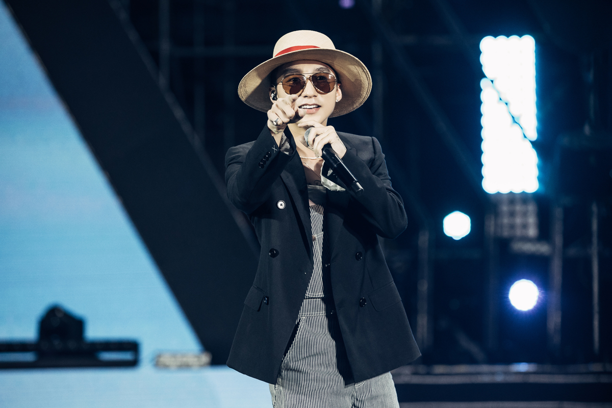 Sơn Tùng M-TP biểu diễn tại đại nhạc hội công nghệ - VnExpress Giải trí