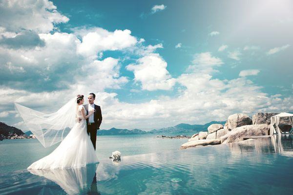 Chụp ảnh cưới ở biển muôn đời không lỗi mốt
