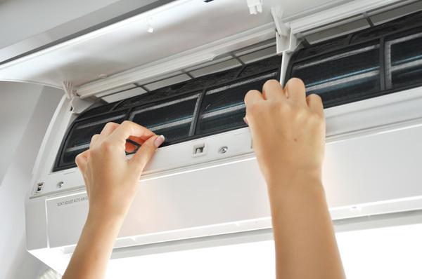 Làm theo hướng dẫn vệ sinh máy lạnh tại nhà sẽ tiết kiệm được nhiều tiền đấy